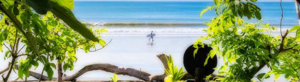 Surfing in Playa Venao, Panama   VISTACANAS.COM