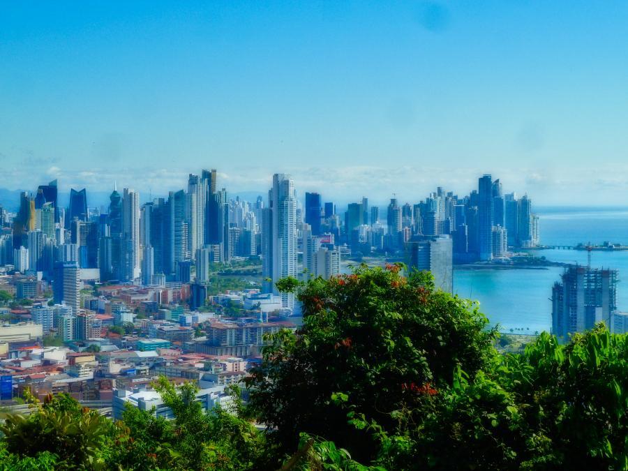 view of downtown panama city from cerro ancon | VISTACANAS.COM